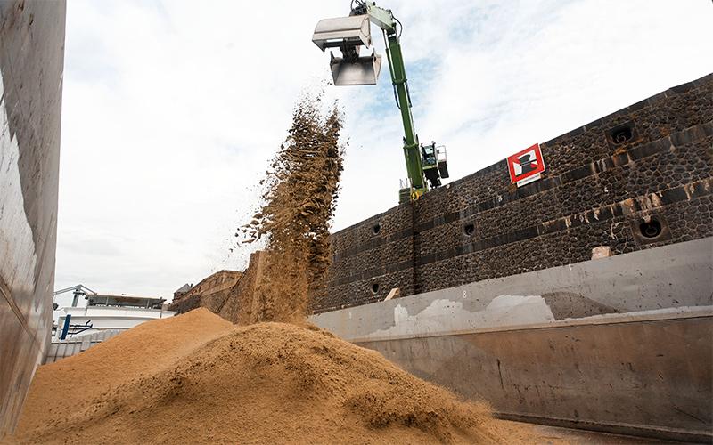 Pegels Lagerhaus - Güterumschlag am Hafen